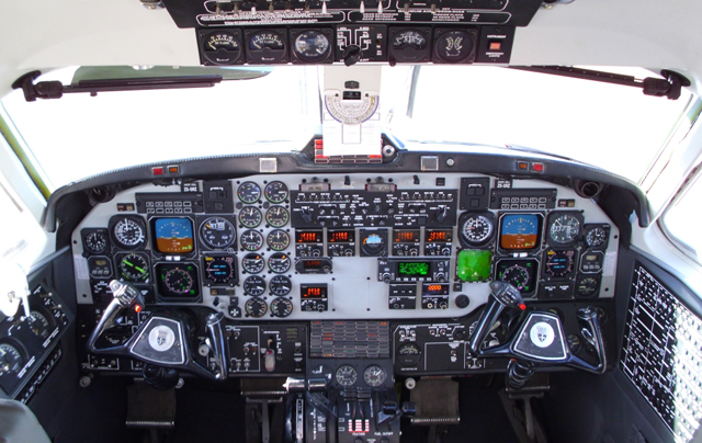 Beechcraft 1900D cockpit