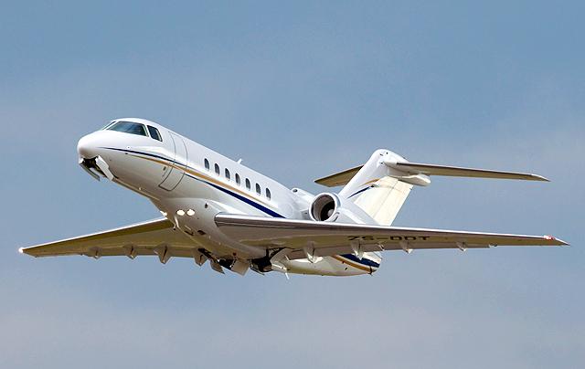 Hawker 4000 landing