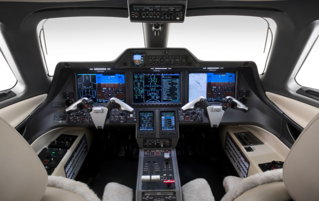 Embraer Phenom 300 cockpit